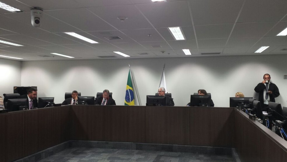 Sessão de julgamento de recursos contra condenação do ex-governador de Minas Gerais, Eduardo Azeredo (PSDB), a 20 anos de prisão no processo no mensalão tucano (Foto: Raquel Freits/G1)