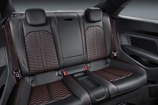 Espaço no banco traseiro do RS5 é maior do que do novo 911 (Foto: Divulgação)