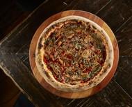 Pizza vegetariana combina figos secos e blue cheese