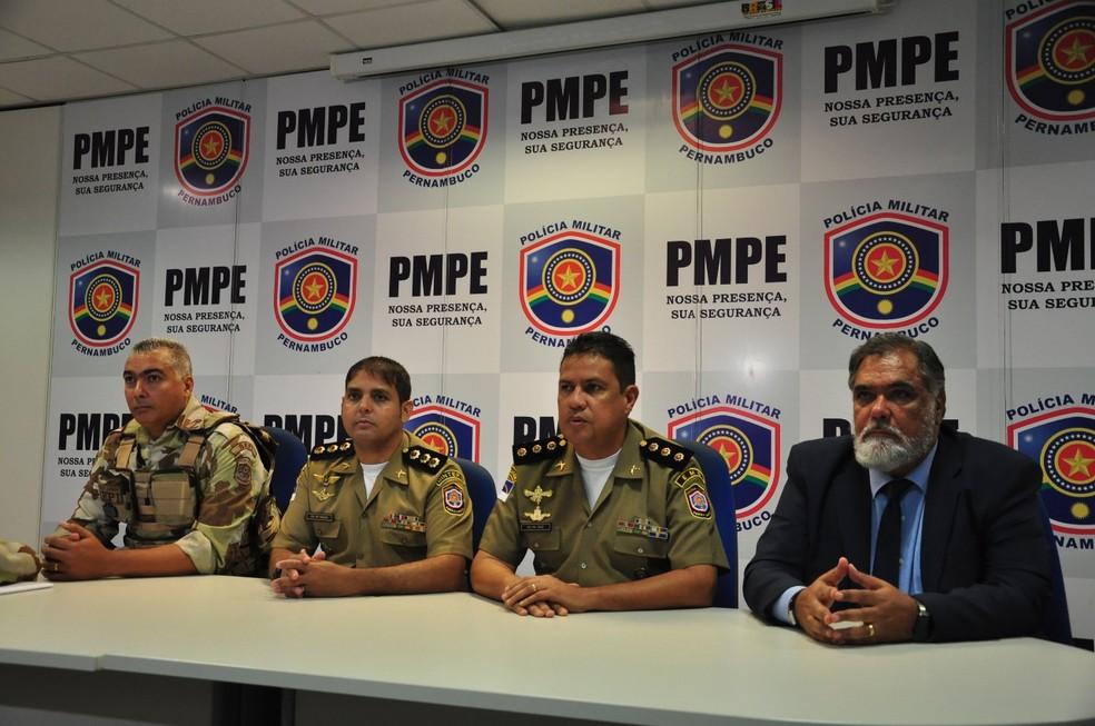 Policiais militares detalharam operação ocorrida em Ibimirim, durante coletiva realizada no Recife, nesta sexta-feira (13) (Foto: PMPE/Divulgação)