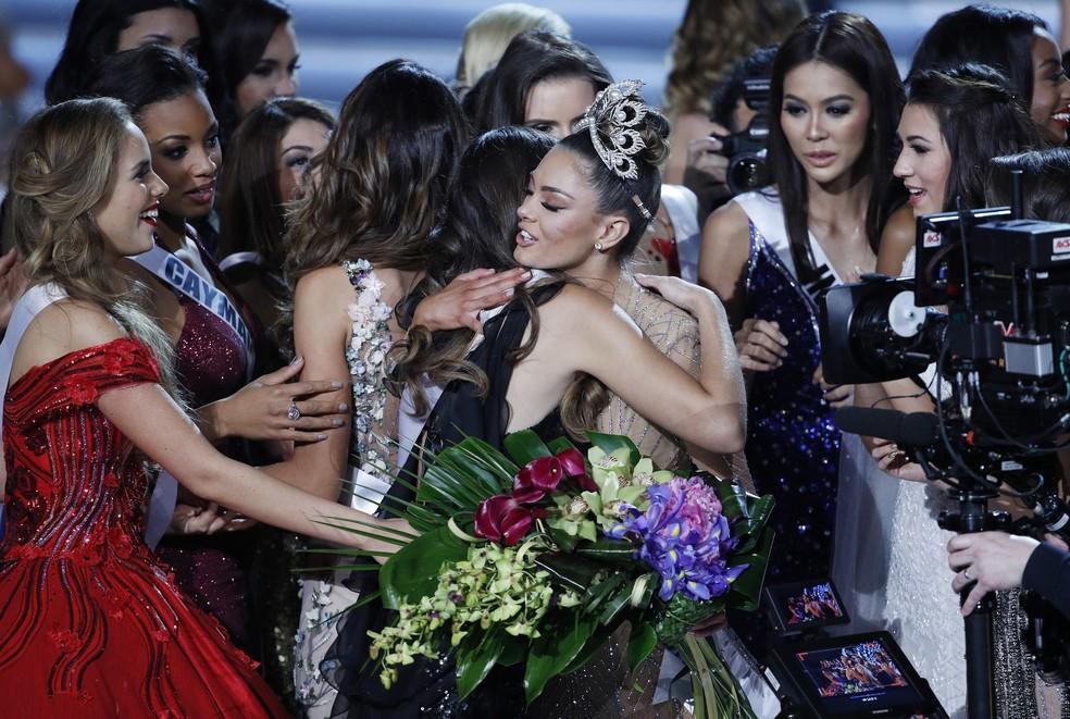 Sul-africana Demi-Leigh Nel-Peters é coroada Miss Universo 2017, em Las Vegas, na madrugada desta segunda-feira (27) (Foto: AP Photo/John Locher)