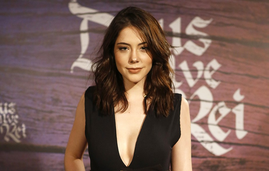 Bia Arantes fala sobre boa forma e novo papel na TV: 'Na vida real, sou zero sensual'