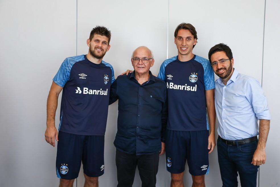 Grêmio já anunciou renovações com Kannemann e Geromel — Foto: Lucas Uebel / Grêmio, DVG