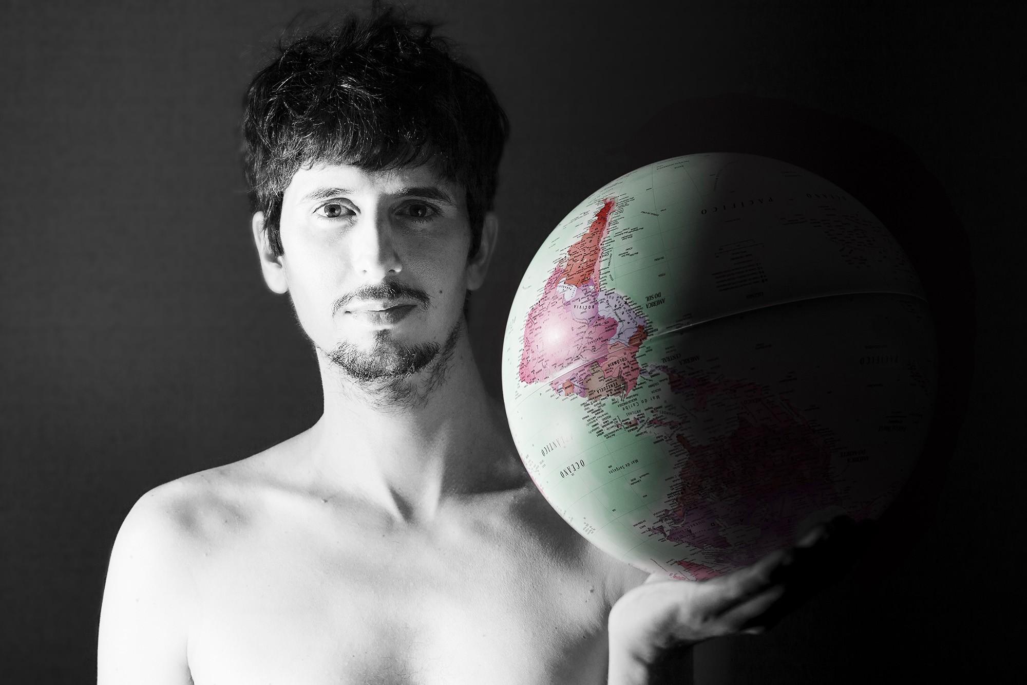 Marcelo Segreto, cantor da Filarmônica de Pasárgada, versa sobre a (des)união da América Latina em EP solo