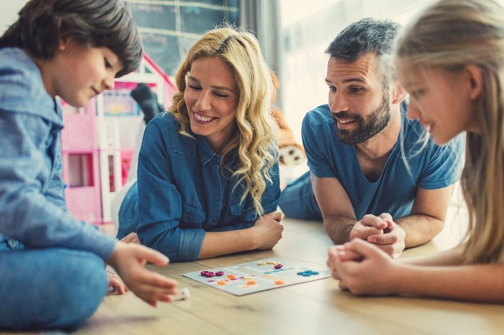 8 jogos de tabuleiro para a família inteira se divertir - Revista Crescer |  Diversão