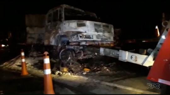 Motorista de caminhão que se envolveu em acidente com dois mortos diz à polícia que estrada estava mal sinalizada
