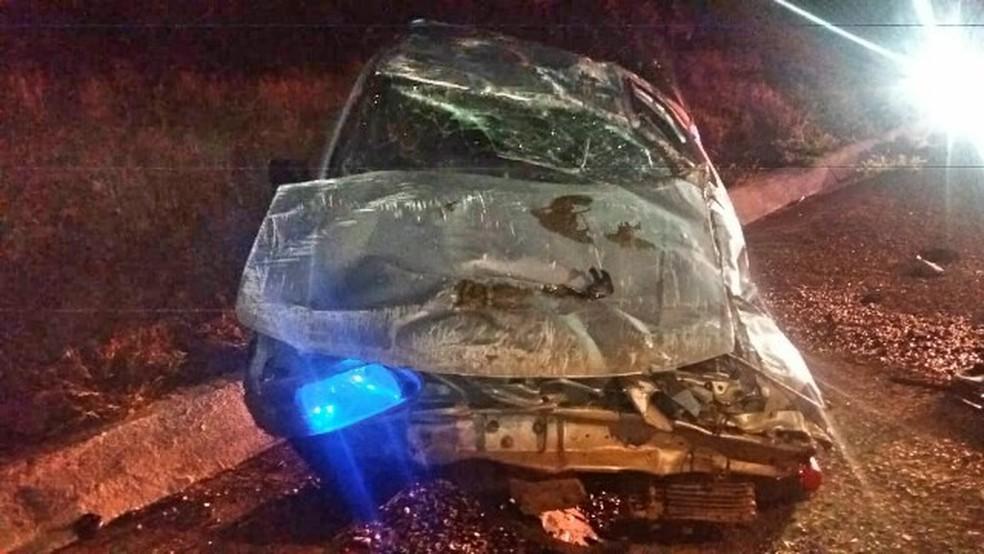Mulher grávida foi arremessada para fora do carro durante acidente na BR-232, em Pesqueira (Foto: PRF/Divulgação)