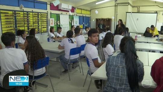 Alunos de escola estadual discutem futuro do mercado de trabalho no Recife