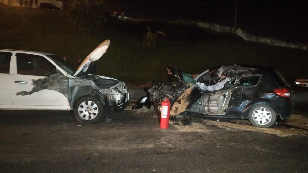 Uma pessoa morreu em acidente na Linha Verde de Curitiba (Foto: Tony Mattoso/RPC)