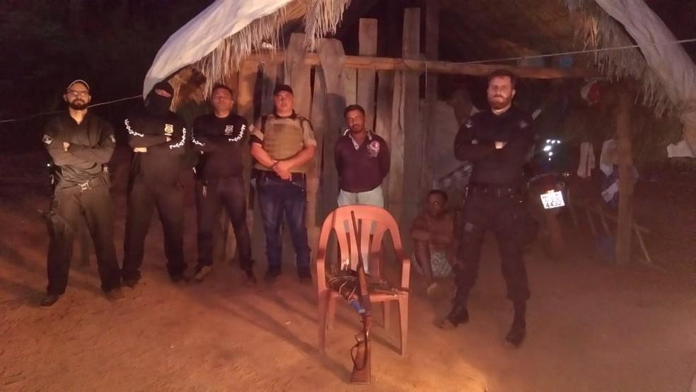 Homem preso por estupro vivia no meio do mato — Foto: Divulgação