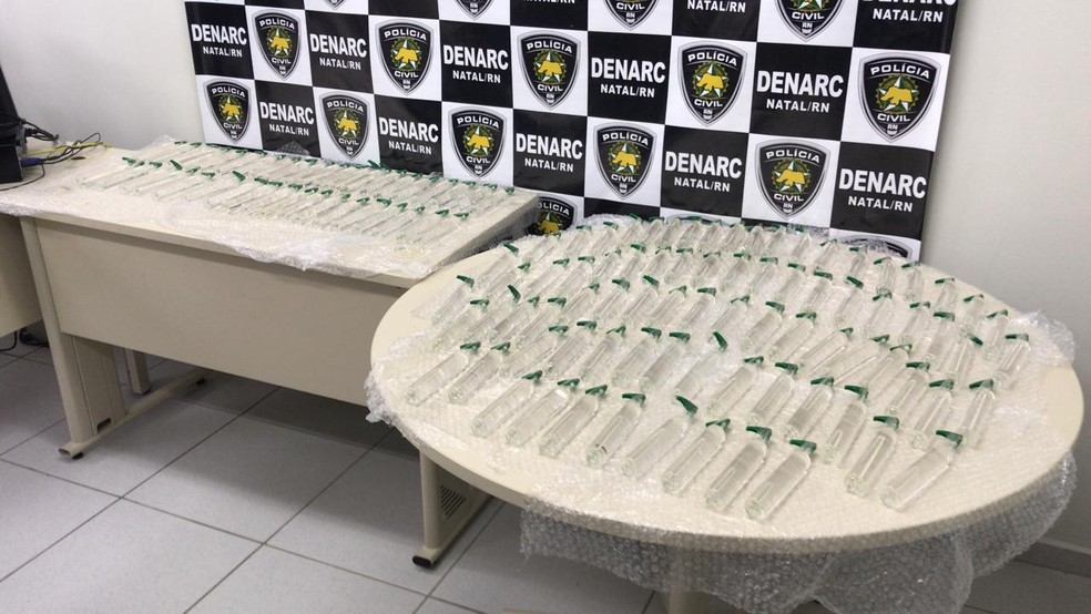 Polícia Civil apreende 120 frascos de lança-perfume no RN. Produtos seriam vendidos durante o carnaval. — Foto: Kleber Teixeira/Inter TV Cabugi