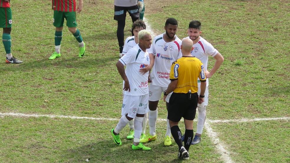 Marcelinho Paraíba foi expulso aos 16 minutos da segunda etapa (Foto: Antonio Marcos)