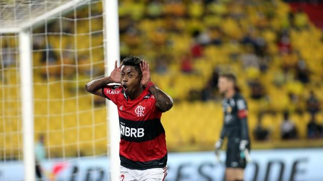 Bruno Henrique comemora o segundo gol do Flamengo