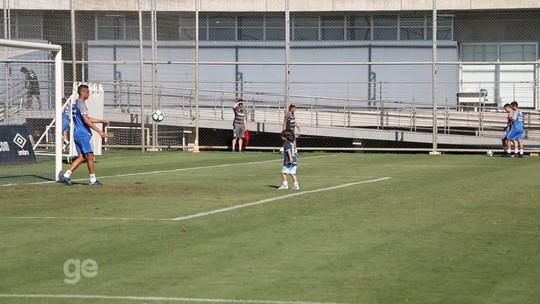 """Com filho """"amuleto"""", Cícero conta bastidores do gol: """"Andava de um lado a outro"""""""