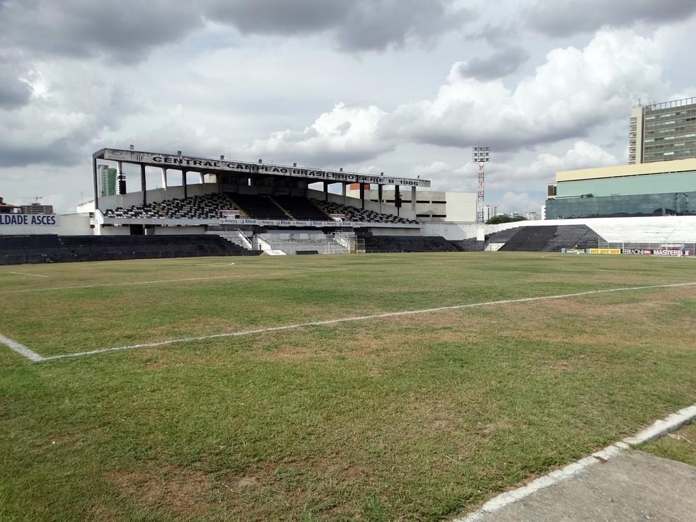 Estádio Lacerdão receberá quatro jogos do Náutico na Série B (Foto: André Ráguine / GloboEsporte.com)