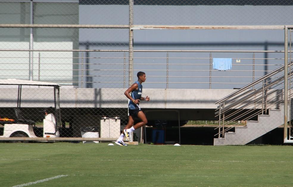 Jean Pyerre faz treino físico — Foto: Eduardo Moura