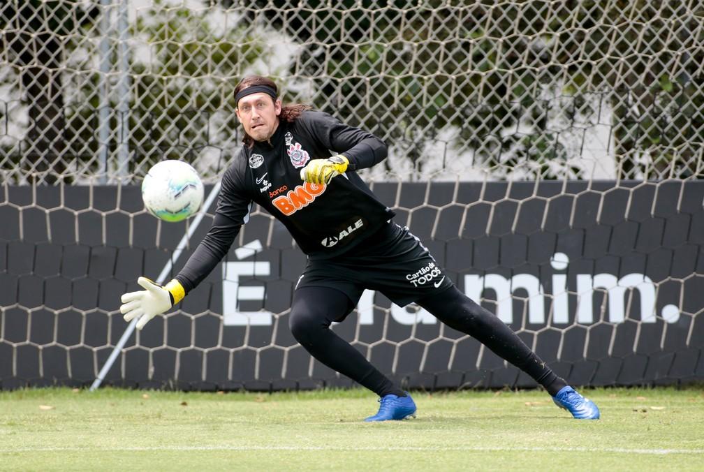 """""""Pensamos no grupo da frente"""", Cássio atribui melhora do Corinthians a Mancini"""