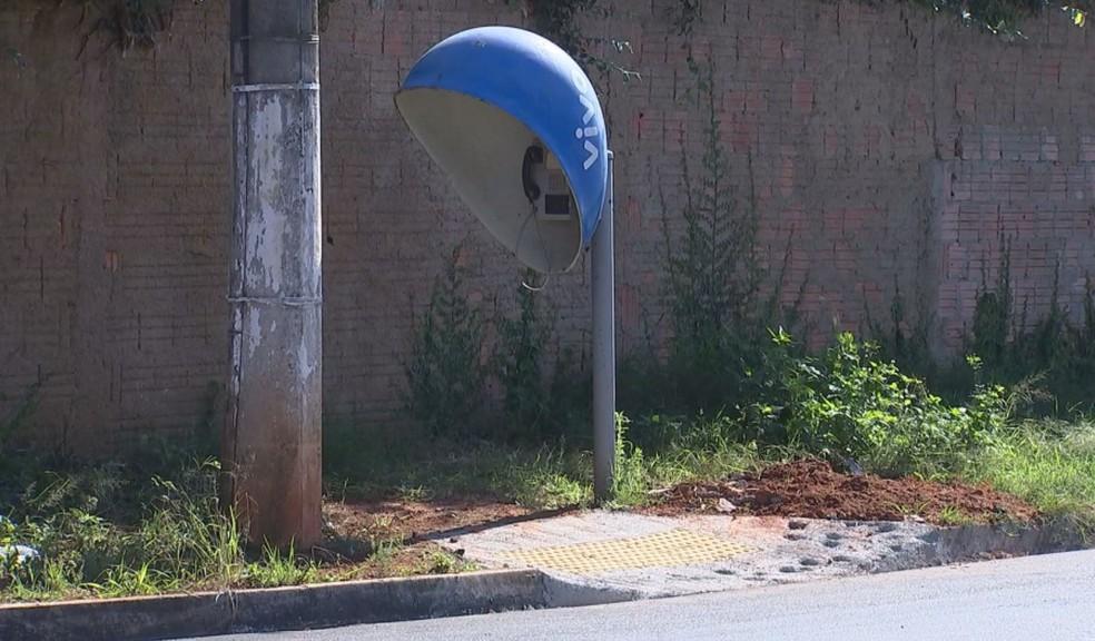 Rampa construída em Capão Bonito leva a lugar nenhum (Foto: Reprodução/TV TEM)