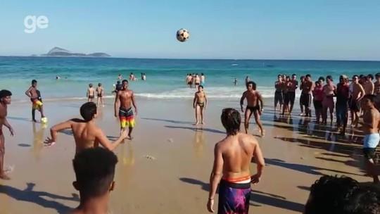 Marcelo aproveita férias no Rio de Janeiro e joga altinha em Ipanema