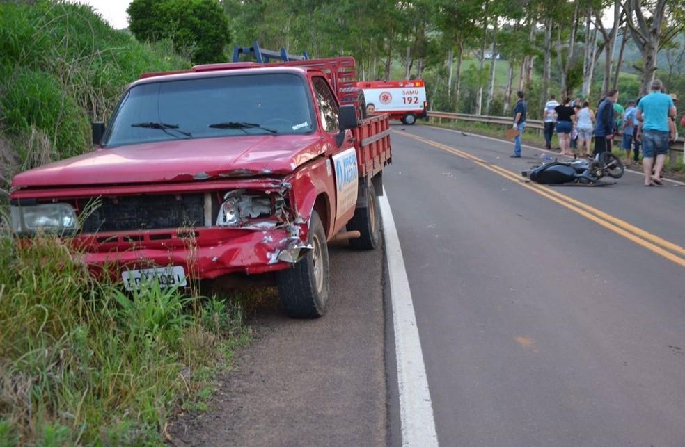 Motocicleta atingiu uma caminhonete que trafegava no sentido contrário (Foto: Josias Marques/Portal In Foco RS)