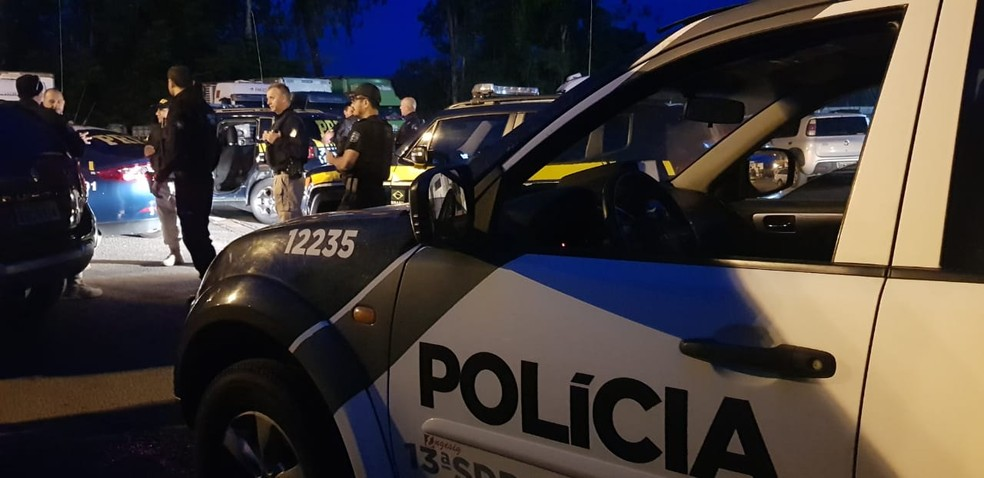 Cerca de 40 policiais cumprem os mandados judiciais — Foto: PRF/Divulgação