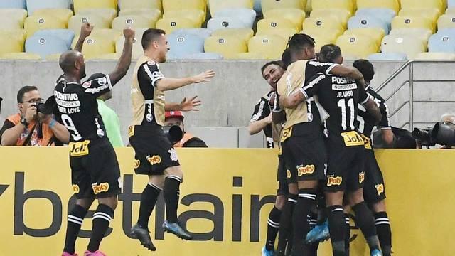 Jogadores do Corinthians comemoram no Maracanã