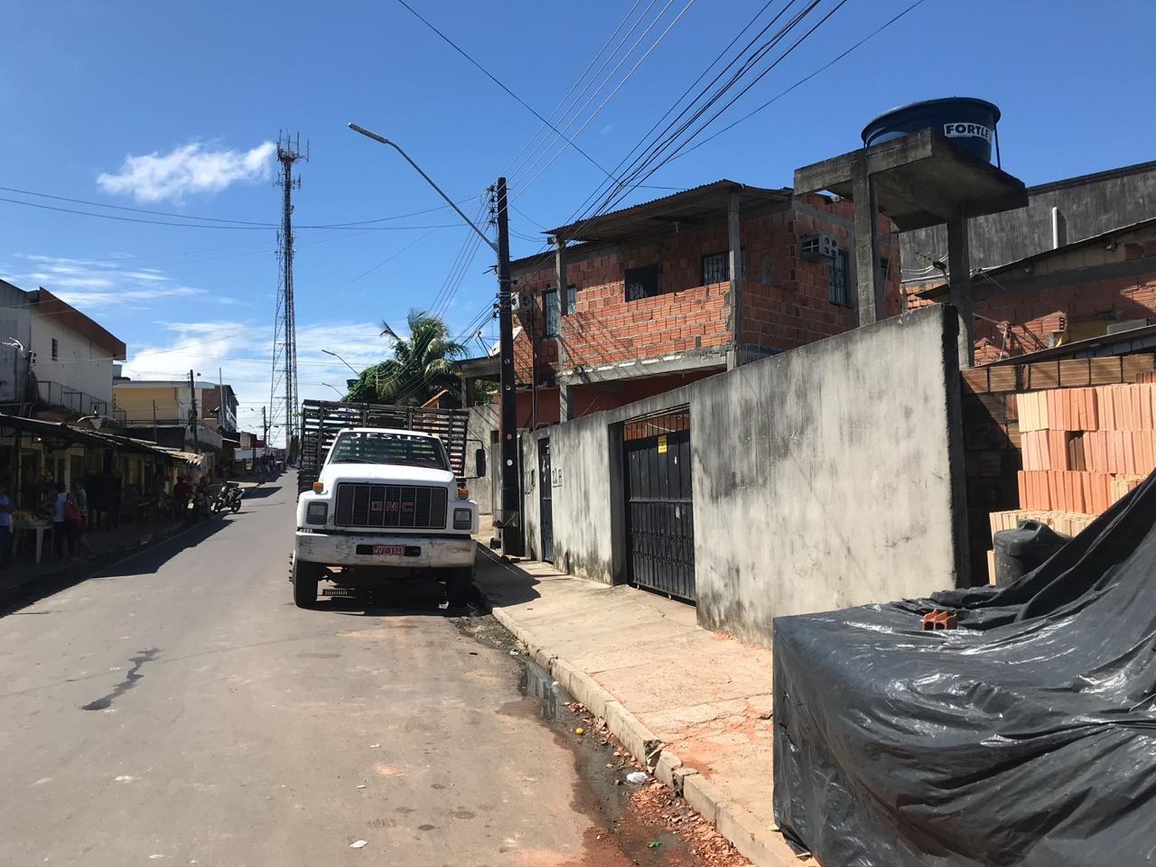 Adolescente é apreendido após invadir casa e fazer família refém, em Manaus