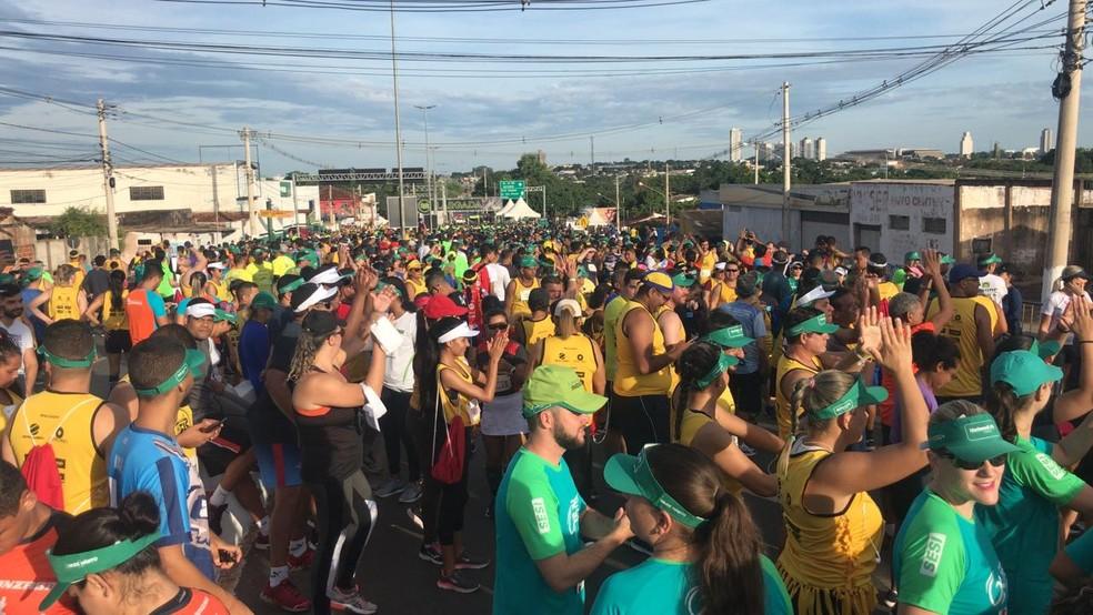 Largada da prova é na Ponte Nova — Foto: Yago Oliveira/G1