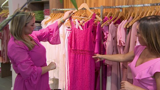 Cor rosa ganha força e ganha espaço em vitrines de lojas