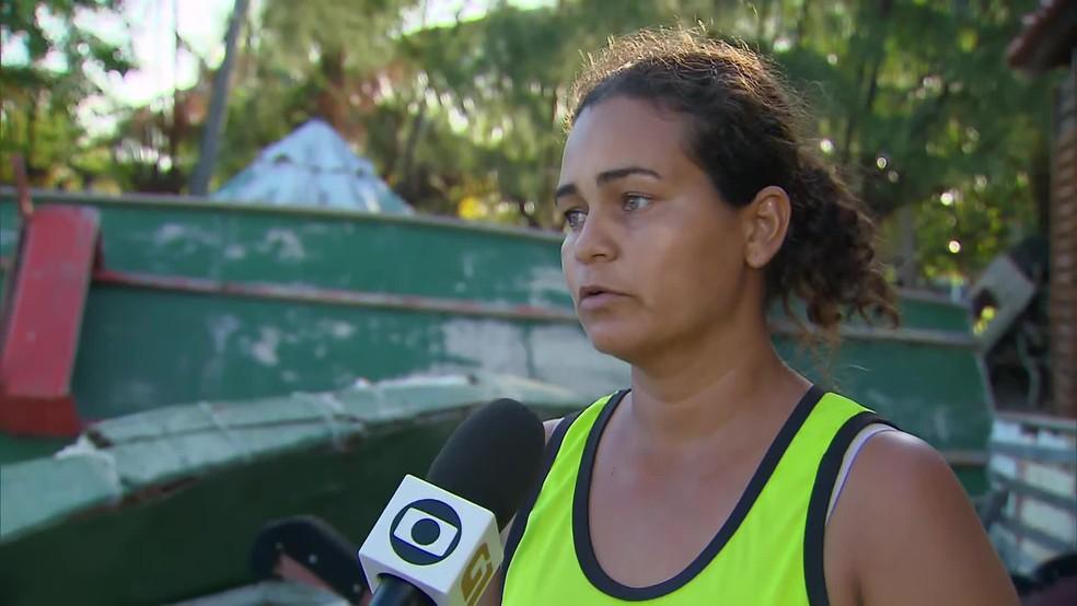 Maria de Cássia falou sobre o sentimento de quem depende da pesca em áreas atingidas pelas manchas no Cabo de Santo Agostinho, no Grande Recife — Foto: Reprodução/TV Globo