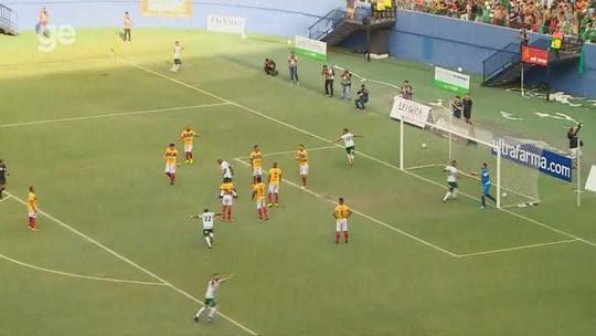 Mateus Oliveira se antecipa e marca para o Gavião