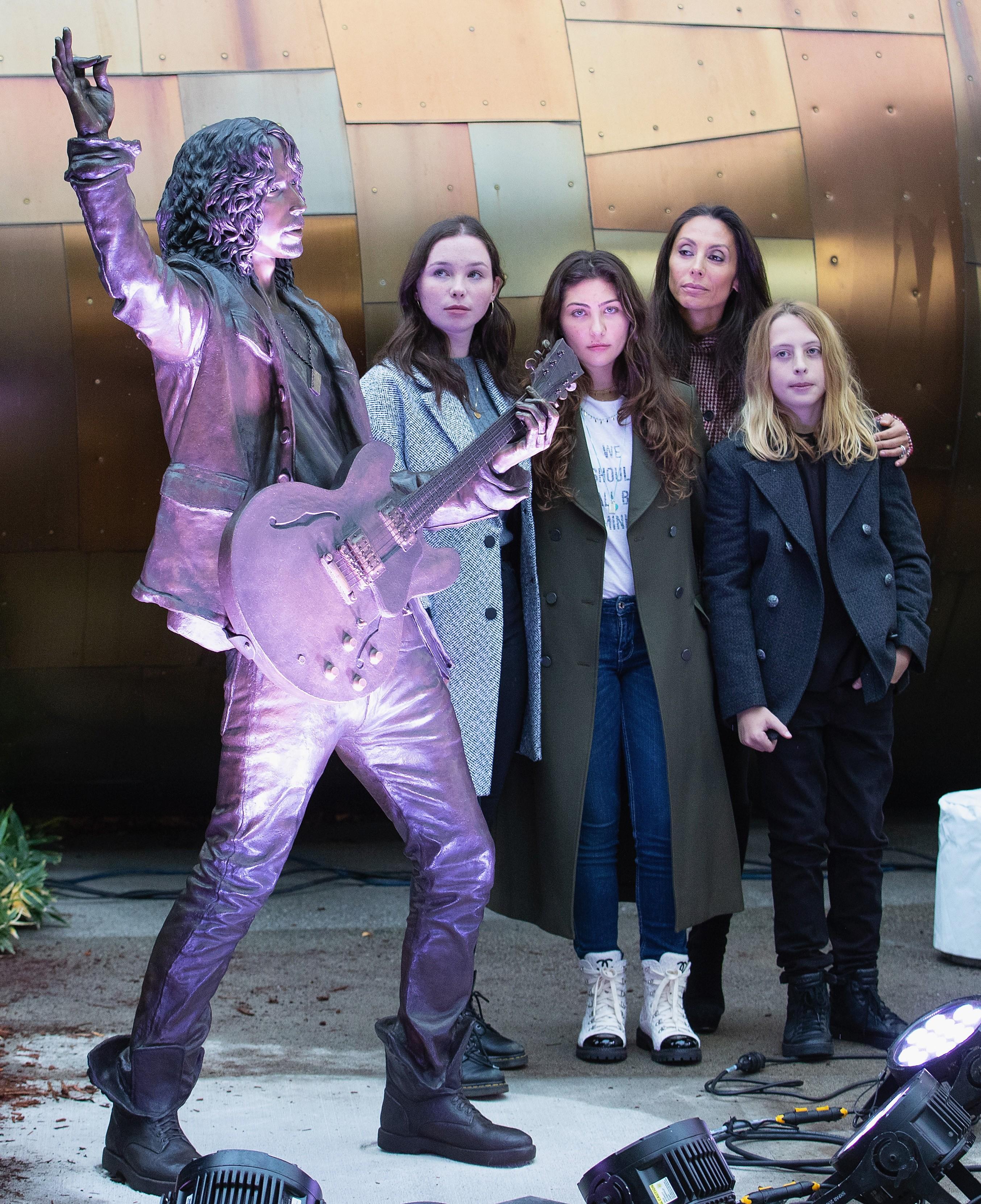 Lily Cornell, Toni Cornell, Vicky Cornell e Christopher Cornell (Foto: Getty Images)