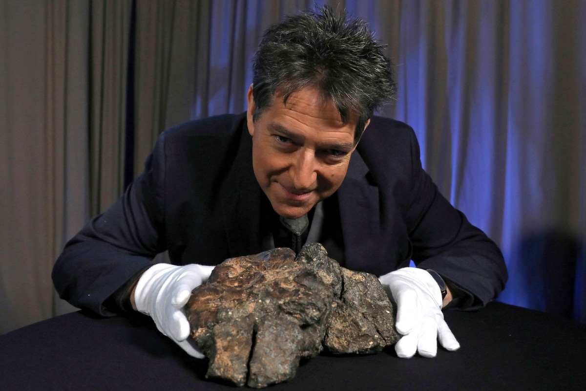 Meteorito lunar de 5,5 kg vai a leilão nos EUA