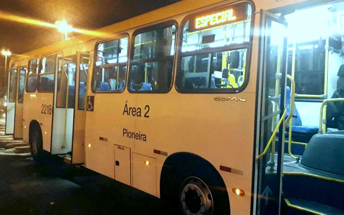 Menina de 14 anos é baleada dentro de ônibus no DF durante assalto