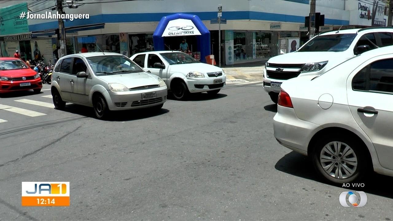 Trânsito trava na T-4, em Goiânia