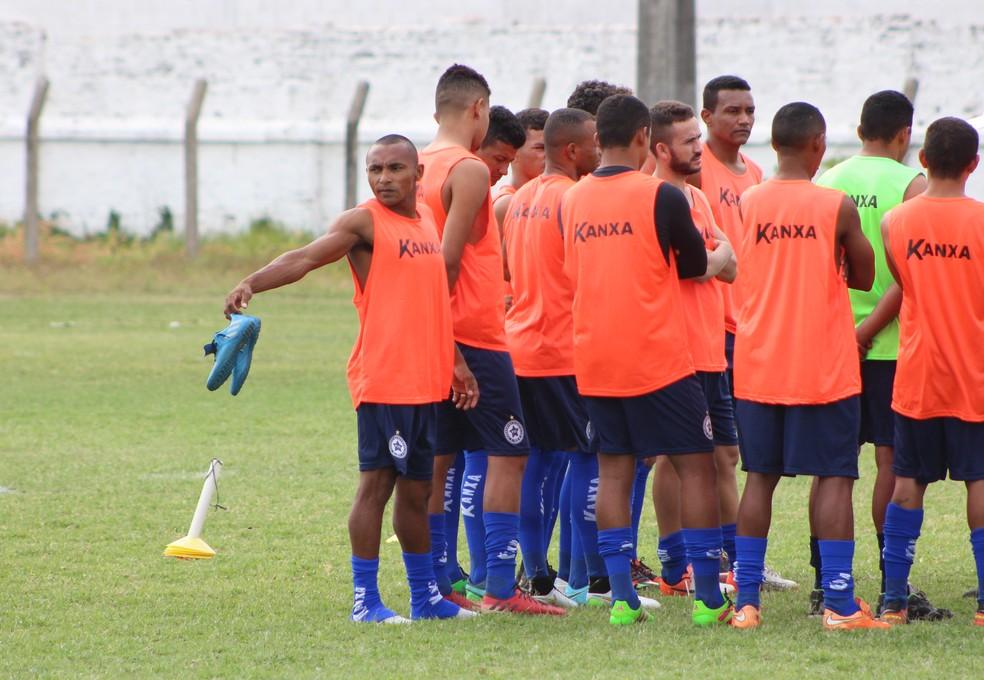 Jogadores do Parnahyba aguardam pagamento de salários para deixar clube oficialmente (Foto: Renan Morais)
