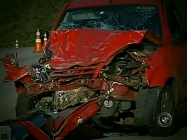 Cenas de carros acidentados são comuns nos jornais (Foto: Reprodução/TV TEM)