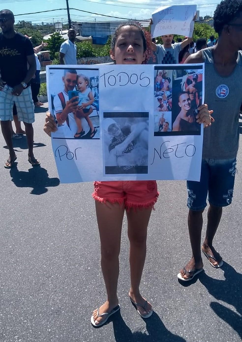 Amigos de Jonas fazem protesto na Avenida Paralela — Foto: Arquivo Pessoal