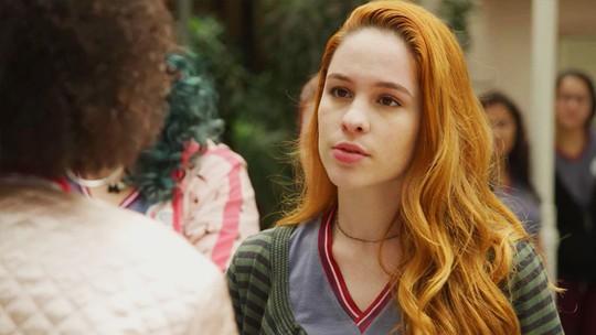 Fabiana não consegue falar com Cláudio e avisa que ele pode estar preso no Sapiência