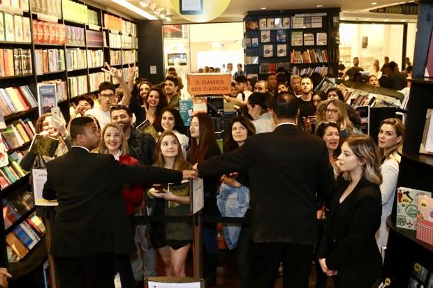 Gisele Bündchen causa alvoroço no lançamento de seu livro, em São Paulo (Foto: Manuela Scarpa / Brazil News)