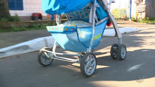 Mulher é morta a tiros quando voltava do mercado com bebê em Canoas