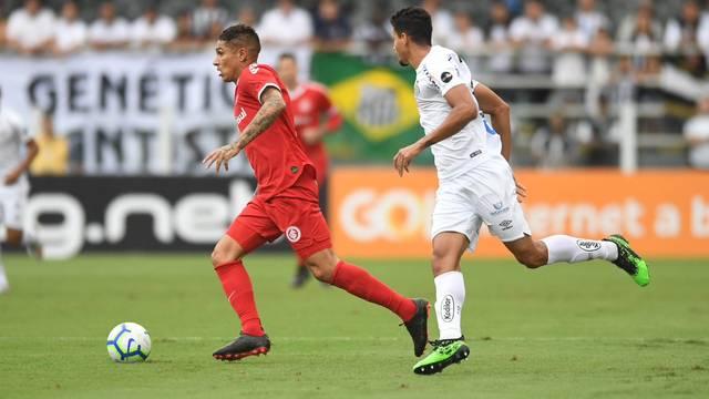 Guerrero recebe a marcação de Lucas Veríssimo