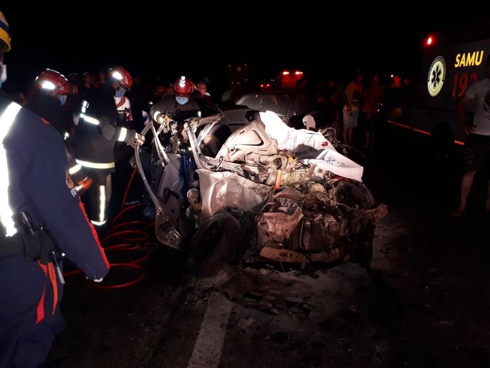 Acidente na RN 304, em Santa Maria, deixou três pessoas mortas e outras três ferida (Foto: PRF/Divulgação)
