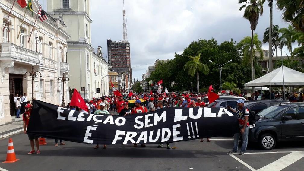 Caminhada a favor do ex-presidente Lula em João Pessoa teve confronto entre Polícia Militar e manifestantes (Foto: André Resende/G1)