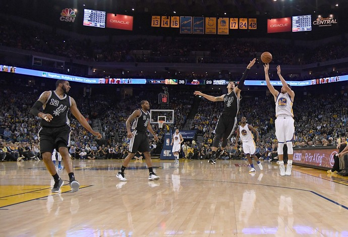 Stephen Curry Warriors x Spurs NBA (Foto: Getty)