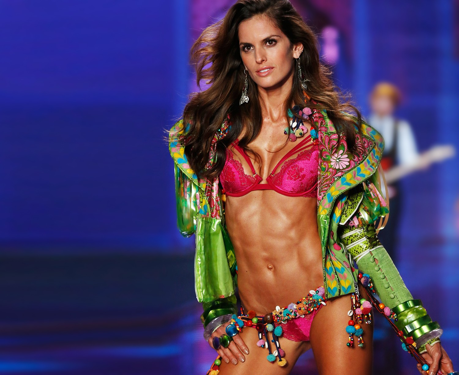 Izabel Goulart, no 2014 Victoria's Secret Fashion Show  (Foto: Getty Images)