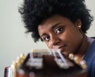 """Gabriele Leite: """"Ser mulher, violonista e preta é muito significativo"""""""
