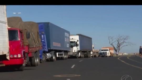 Caminhoneiros continuam parados no Triângulo, Alto Paranaíba e Noroeste de MG