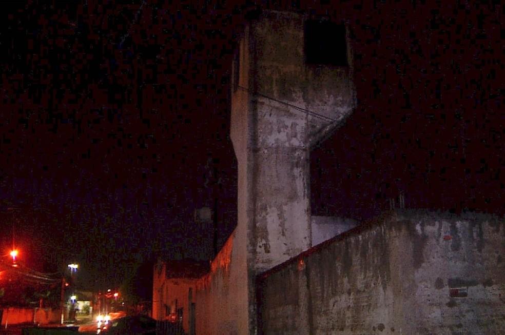 Presos se aproveitaram da escuridão para escapar (Foto: Inter TV Cabugi/Reprodução)