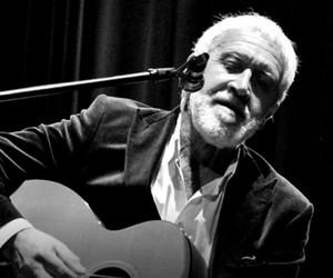 Gordon Haskell, vocalista de álbuns clássicos do King Crimson, morre aos 74 anos